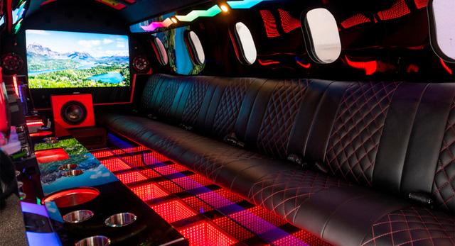 Limo lai máy bay đầu tiên thế giới: Giá không dưới 115 tỷ, hát karaoke trên trời, tặng kèm xe bán tải  - Ảnh 5.