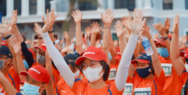 Khung cảnh VĐV Phú Quốc WOW Island Race 2021 đồng loạt đeo khẩu trang khi khởi động và trên đường chạy gây ấn tượng - Ảnh 8.