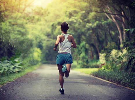 1 giờ chạy bộ tăng thêm 7 giờ tuổi thọ: Lợi ích không ngờ của môn thể dục đơn giản, người người đều có thể tập - Ảnh 2.