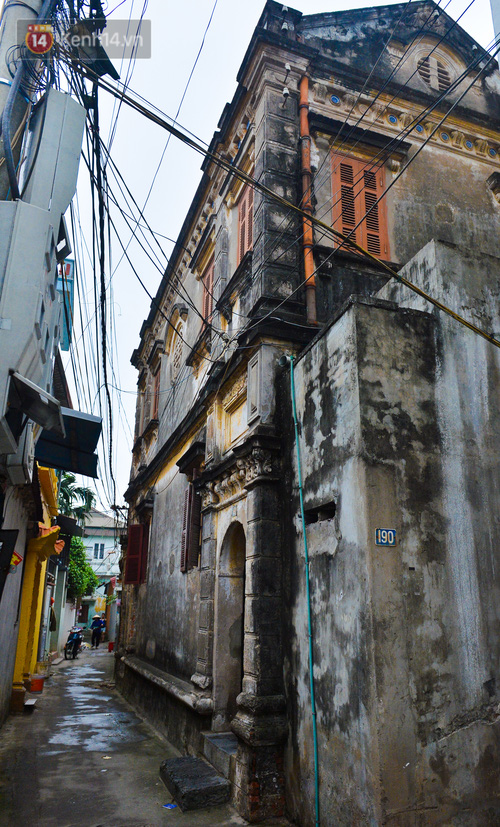 A close-up of a 100-year-old French villa of a once famous vermicelli village in Hanoi - Photo 4.