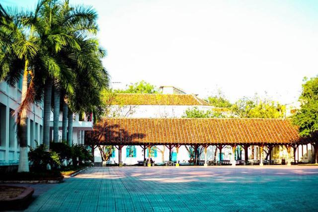 Ngôi trường có khuôn viên đẹp nhất Việt Nam, 4 mùa hoa nở, học phí siêu thấp mà sinh viên đi học ngày nào cũng ngỡ lạc vào resort - Ảnh 6.