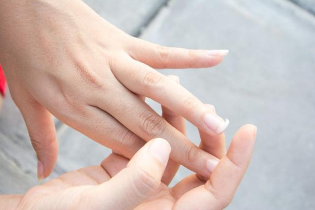 Gan xấu thì ngón tay giữa sẽ xuất hiện 3 vấn đề, nếu không có thì xin chúc mừng vì gan bạn vẫn ổn - Ảnh 2.