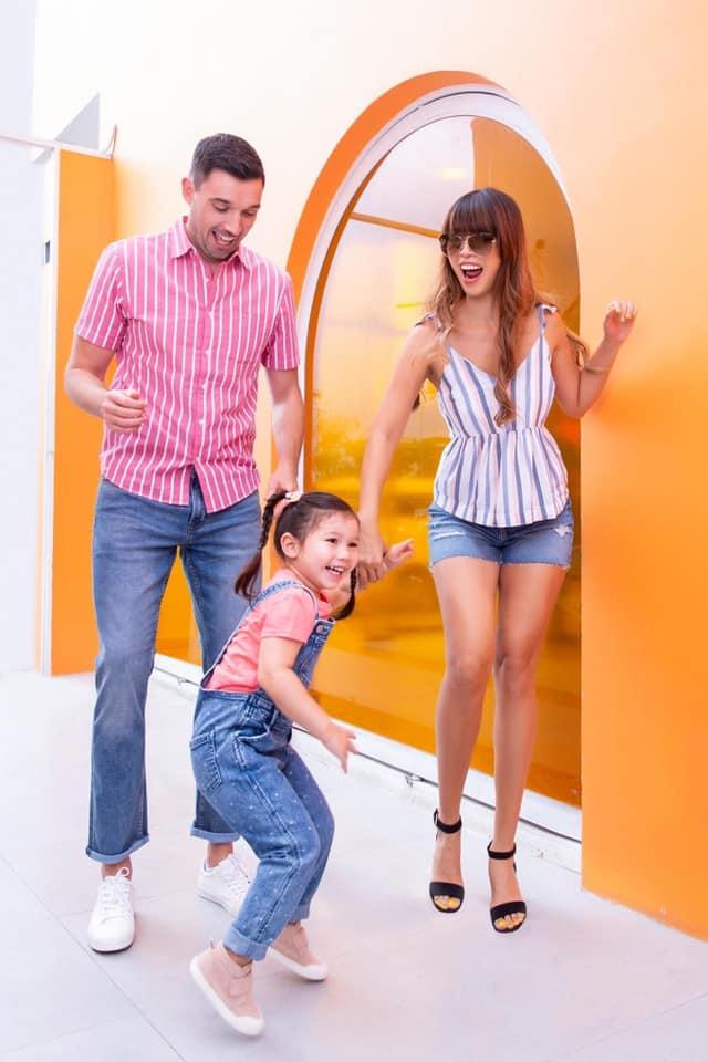 Sau 1 năm cho con đi học sớm, vợ chồng siêu mẫu Hà Anh hạnh phúc vì bé Myla bộc lộ nhiều tài năng, kiếm được tiền khi mới 3 tuổi nhờ page thời trang riêng - Ảnh 20.