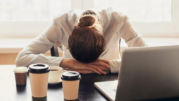 Dấu hiệu bạn đang uống cà phê quá nhiều: Khi nào nên cắt giảm? - Ảnh 5.