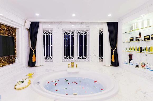 Em gái Lý Hải giàu có mức nào mà chịu chi 140 tỷ VNĐ để mời NTK Thái Công tân trang nhà: Được chồng đại gia chiều không tiếc thứ gì, biệt thự lộng lẫy như cung điện - Ảnh 8.