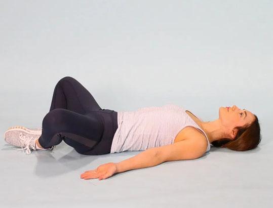7 bài tập giãn cơ bạn nên thực hiện hàng đêm để vừa ngủ ngon lại giảm đau mỏi sau một ngày làm việc - Ảnh 8.
