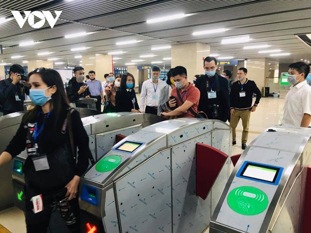 Tàu Cát Linh - Hà Đông chạy từ 5 giờ sáng đến 23 giờ đêm, giá vé cao nhất 15.000 đồng - Ảnh 2.