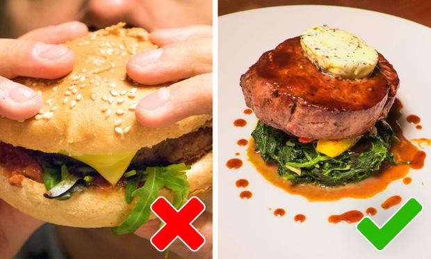 9 quy tắc ăn uống của Hoàng gia Anh sẽ khiến dân tình phải thốt lên: Làm quý tộc cũng chẳng sung sướng gì - Ảnh 1.