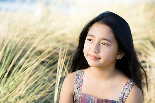 Trẻ dậy thì sớm có thể sẽ bị lùn về sau này: Nguyên nhân, dấu hiệu, ảnh hưởng, cách điều trị và phòng ngừa dậy thì sớm ở trẻ - Ảnh 2.