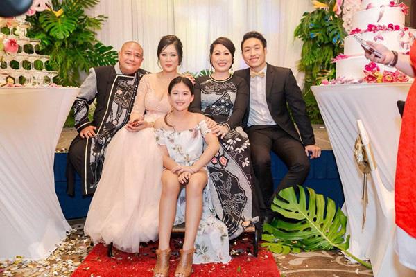 """NSND Hồng Vân: Nữ tướng làng kịch và cuộc hôn nhân bền bỉ với """"tình đầu"""", gương mặt tin dùng của các chương trình hôn nhân gia đình - Ảnh 7."""