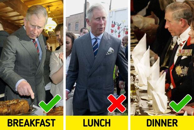 9 quy tắc ăn uống của Hoàng gia Anh sẽ khiến dân tình phải thốt lên: Làm quý tộc cũng chẳng sung sướng gì - Ảnh 7.