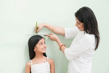 Trẻ dậy thì sớm có thể sẽ bị lùn về sau này: Nguyên nhân, dấu hiệu, ảnh hưởng, cách điều trị và phòng ngừa dậy thì sớm ở trẻ - Ảnh 7.
