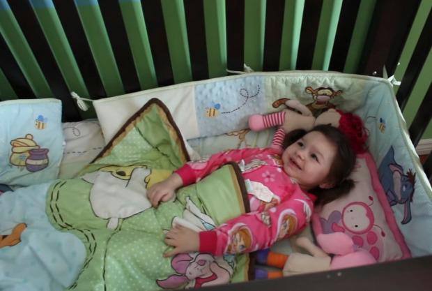 Thấy con chỉ ngủ 20 phút mỗi đêm, 1,5 giờ/ngày, cha mẹ đưa con đi khám rồi chết sững khi nghe bác sĩ kết luận - Ảnh 2.