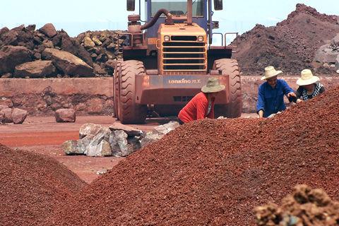 """Căng thẳng với Úc, Trung Quốc đã làm cách nào để thỏa mãn """"cơn đói"""" quặng sắt của mình? - Ảnh 1."""