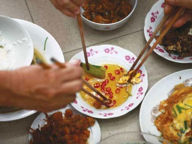 Người Việt đang tự gieo rắc mầm bệnh ung thư dạ dày cho nhau bằng 4 thói quen tưởng chừng rất bình thường - Ảnh 3.