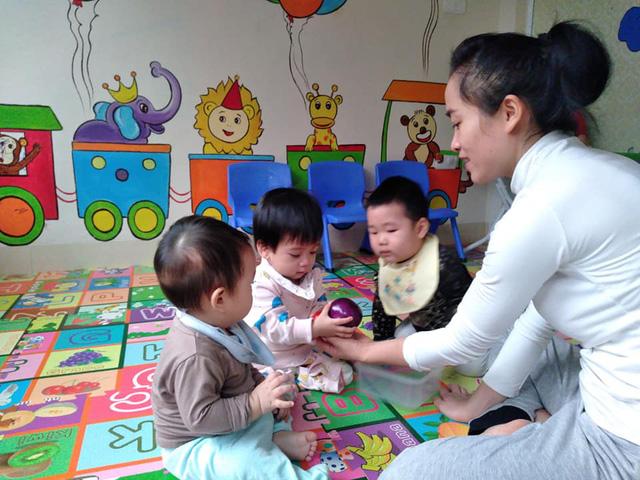 Dịch vụ người giúp việc theo giờ thu hút nhiều gia đình có con nhỏ nghỉ học ở nhà - Ảnh 1.