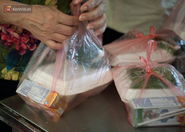 Hơn 200 suất cơm từ thiện được chuyển cho bệnh nhân và người nhà đang cách ly tại bệnh viện K2 Tân Triều - Ảnh 12.