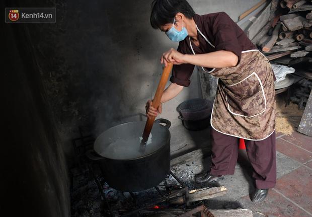 Hơn 200 suất cơm từ thiện được chuyển cho bệnh nhân và người nhà đang cách ly tại bệnh viện K2 Tân Triều - Ảnh 4.