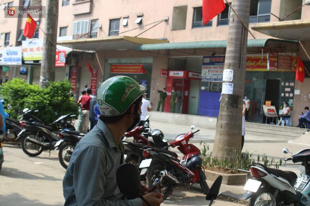Hà Nội: Phong tỏa chung cư Đại Thanh sau khi ghi nhận ca dương tính với SARS-CoV-2 - Ảnh 11.