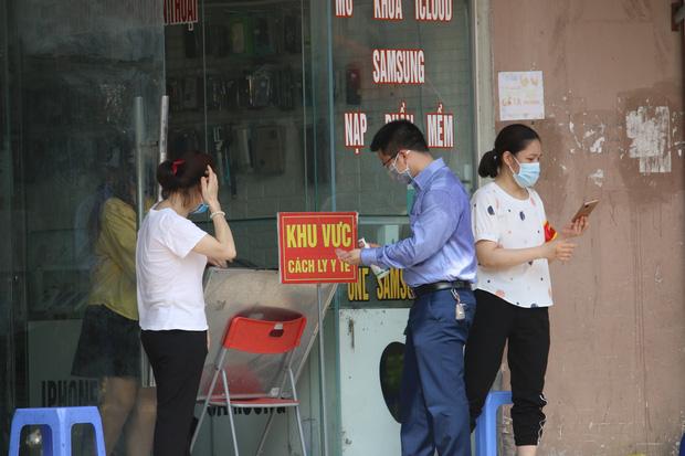 Hà Nội: Phong tỏa chung cư Đại Thanh sau khi ghi nhận ca dương tính với SARS-CoV-2 - Ảnh 12.