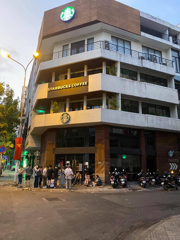 HOT: 7h sáng đăng thông báo bán cốc mới, Starbucks khiến dân tình nháo nhào chạy ra săn cho bằng được, giá bán lại bị hét gấp đôi? - Ảnh 3.