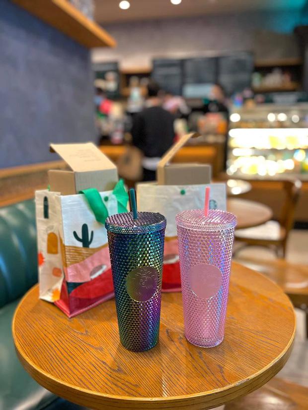 HOT: 7h sáng đăng thông báo bán cốc mới, Starbucks khiến dân tình nháo nhào chạy ra săn cho bằng được, giá bán lại bị hét gấp đôi? - Ảnh 6.