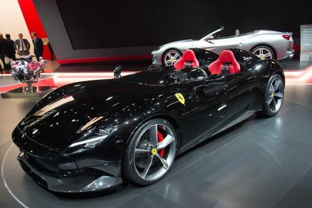 Cristiano Ronaldo sắm siêu xe Ferrari Monza 1,4 triệu bảng - Ảnh 1.