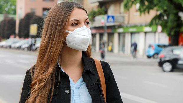 Tất cả triệu chứng COVID-19 bạn cần biết: Cách phân biệt với cảm cúm, cảm lạnh - Ảnh 2.