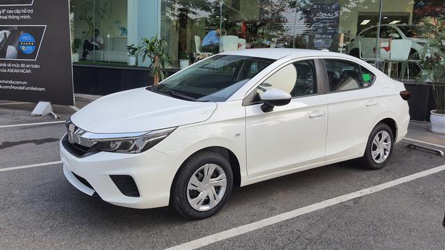 Loạt sedan hạng B chạy dịch vụ đáng mua tại Việt Nam: Đa dạng lựa chọn, giá từ 369 triệu đồng, ít mất giá khi bán lại - Ảnh 1.