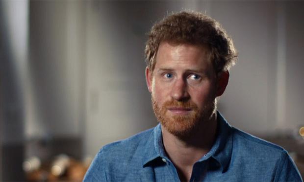 Harry tấn công dồn dập Hoàng gia Anh, trực diện phê phán cả cha ruột với loạt tuyên bố nặng nề gây sốc - Ảnh 1.