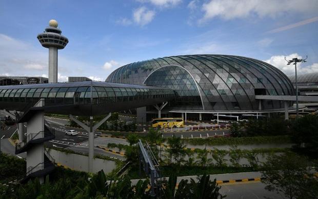 Sân bay Changi trở thành ổ dịch Covid-19 lớn nhất Singapore - Ảnh 1.