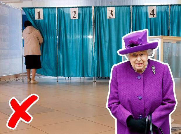 9 điều Nữ hoàng Anh Elizabeth II tuyệt đối không bao giờ làm: Vậy mới thấy Hoàng gia Anh nghiêm khắc đến mức nào - Ảnh 6.