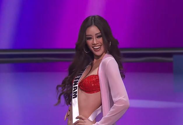 Bán kết Miss Universe 2020: Khánh Vân giật spotlight với cú xoay bạc hà lốc xoáy trong phần thi áo tắm, đổi váy dạ hội vào phút chót vì 1 lý do cực cảm động - Ảnh 1.