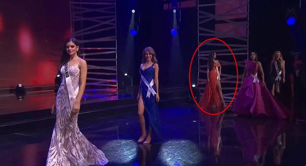 Bán kết Miss Universe 2020: Khánh Vân giật spotlight với cú xoay bạc hà lốc xoáy trong phần thi áo tắm, đổi váy dạ hội vào phút chót vì 1 lý do cực cảm động - Ảnh 6.