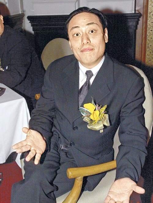 La Triệu Huy: Tỷ phú sở hữu gia sản 6000 tỷ từng bao nuôi Viên Vịnh Nghi, cặp kè hơn 30 mỹ nhân Cbiz nhận cái kết thảm cuối đời  - Ảnh 1.