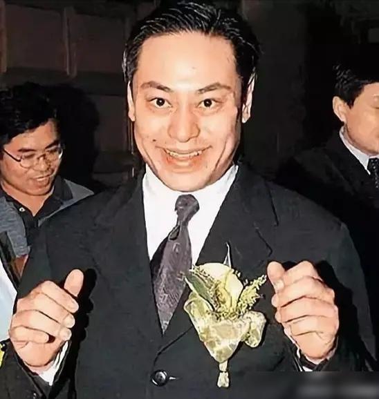 La Triệu Huy: Tỷ phú sở hữu gia sản 6000 tỷ từng bao nuôi Viên Vịnh Nghi, cặp kè hơn 30 mỹ nhân Cbiz nhận cái kết thảm cuối đời  - Ảnh 2.