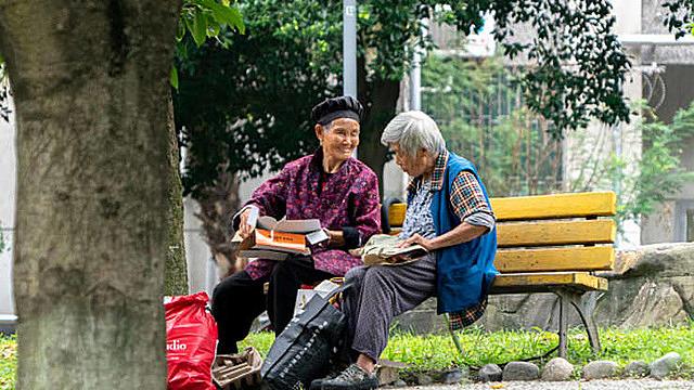 Chuỗi cung ứng toàn cầu nguy cơ hứng cú sốc lớn từ già hóa dân số ở Trung Quốc - Ảnh 1.