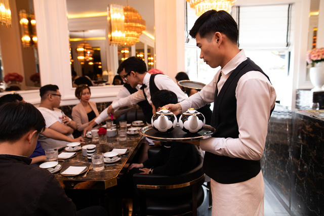 1 bát phở hơn 200.000 đồng, tô đựng bún bò 5,7 triệu đồng, nhà hàng của NTK Thái Công từng bị chê cầu kì thái quá đến... đóng cửa? - Ảnh 2.