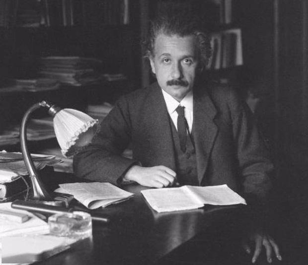 Những vĩ nhân thân xác không còn nguyên vẹn sau khi mất: Não của Einstein thậm chí bị cắt thành 240 mảnh - Ảnh 1.