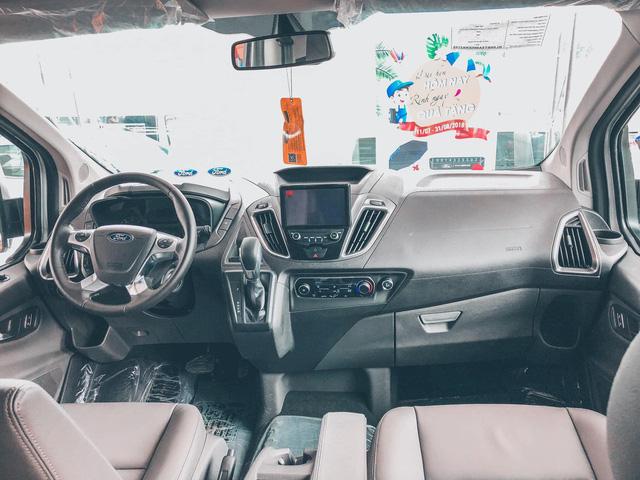 Đại lý đua xả hàng Ford Tourneo giảm 100 triệu đồng: Sản xuất 2021, số lượng ít, đủ loại quà tặng kèm - Ảnh 4.