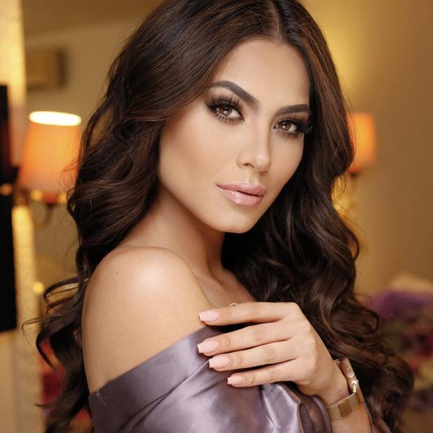 Tân Hoa hậu Miss Universe 2020: Nàng kỹ sư máy tính với nhan sắc và body nức nở, quá khứ mất tích khó hiểu bất ngờ bị đào lại - Ảnh 2.
