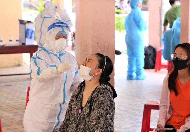 Thêm 7 ca Covid-19 ở Đà Nẵng, trong đó có con chủ quán cơm gà từng tổ chức sinh nhật trước khi dương tính - Ảnh 1.
