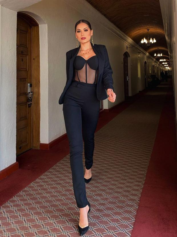 Tân Hoa hậu Miss Universe 2020: Nàng kỹ sư máy tính với nhan sắc và body nức nở, quá khứ mất tích khó hiểu bất ngờ bị đào lại - Ảnh 11.