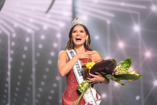 Tân Hoa hậu Miss Universe 2020: Nàng kỹ sư máy tính với nhan sắc và body nức nở, quá khứ mất tích khó hiểu bất ngờ bị đào lại - Ảnh 15.