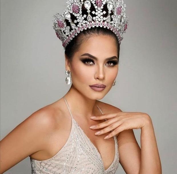 Tân Hoa hậu Miss Universe 2020: Nàng kỹ sư máy tính với nhan sắc và body nức nở, quá khứ mất tích khó hiểu bất ngờ bị đào lại - Ảnh 4.