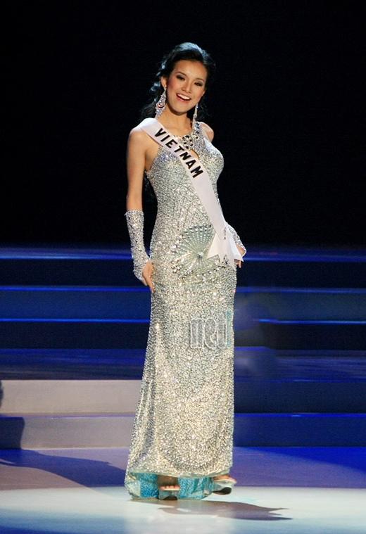 7 chiếc váy đẹp nhất Miss Universe của mỹ nhân Việt: Toàn cực phẩm nhưng ai mới là người nổi nhất - Ảnh 7.