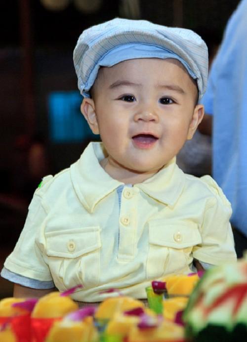 Con trai bà Phương Hằng mới 1 tuổi đã được di chúc cả nghìn tỷ đồng, bố mẹ giàu nhờ kinh doanh nhưng lại dạy con đầy bất ngờ - Ảnh 1.