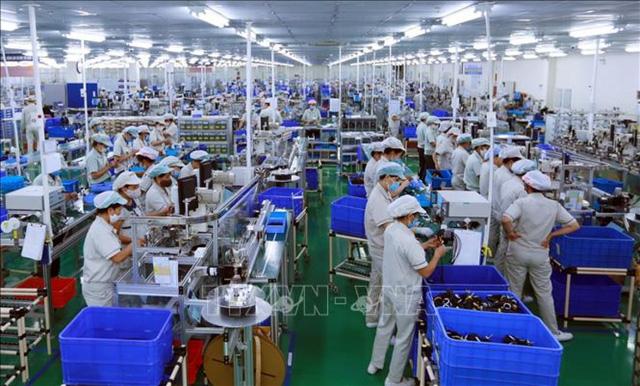 Tăng trưởng kinh tế Việt Nam bị ảnh hưởng bởi làn sóng Covid-19 mới - Ảnh 1.