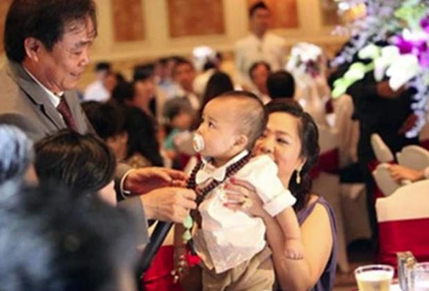 Con trai bà Phương Hằng mới 1 tuổi đã được di chúc cả nghìn tỷ đồng, bố mẹ giàu nhờ kinh doanh nhưng lại dạy con đầy bất ngờ - Ảnh 3.