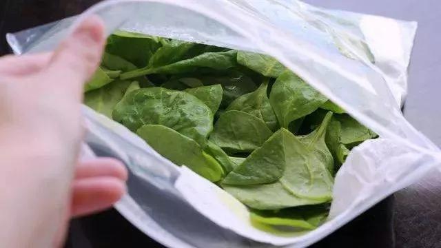 3 cách ăn rau quả không tốt cho sức khỏe, thậm chí gây ung thư, đặc biệt là 2 cái cuối rất nhiều người vẫn làm hàng ngày - Ảnh 2.